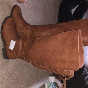 Boots (wide)